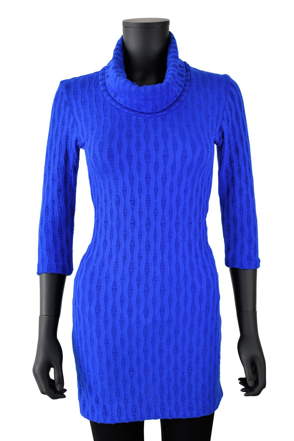 Chandail bleu royal à col montant. Création Québécoise signée Collection Space