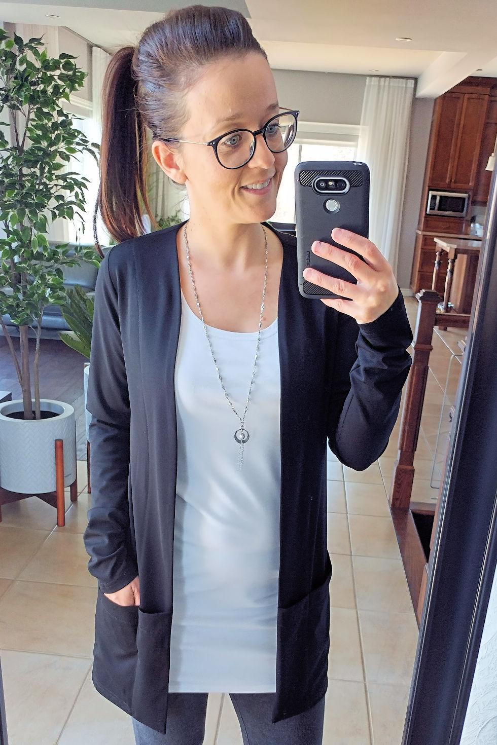Veste noire ample à poches et manches longues signée Collection Space.