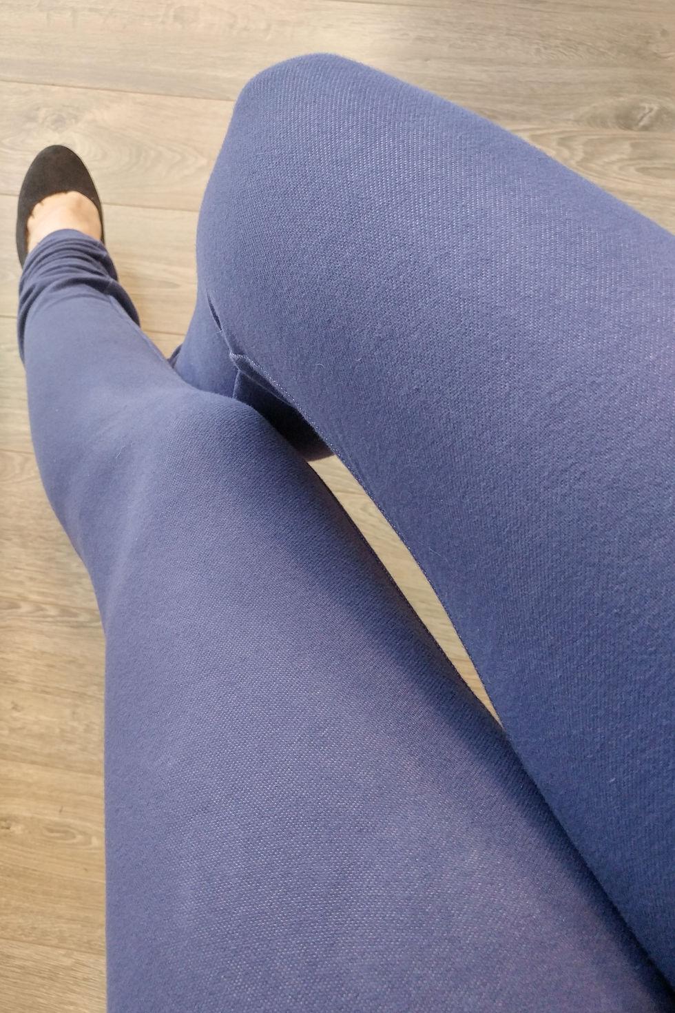 Jegging bleu-mauve (legging avec tissu à l'apparence jeans) à taille haute.